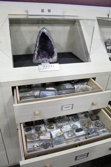 岩石と鉱物の展示室 引き出しの中身