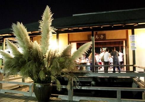 三景園の観月会 開催、お月見を楽しむ夜間開園