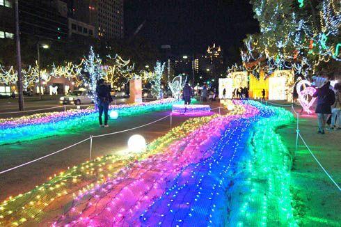 広島 ドリミネーション2013で 平和大通りがキラキラ
