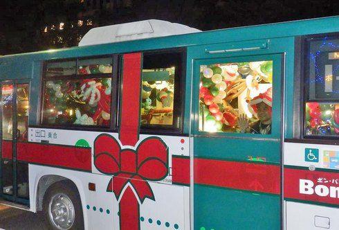 ボンバス、バルーンアートのクリスマス仕様で広島市内を走行中