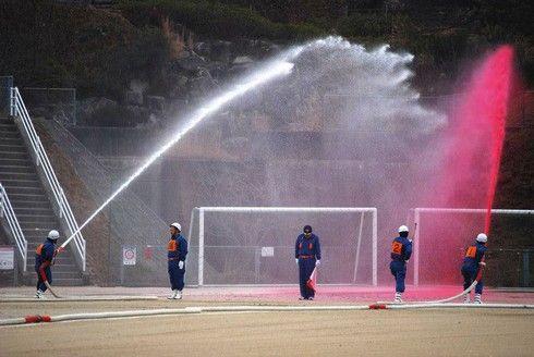 出初式で放水訓練