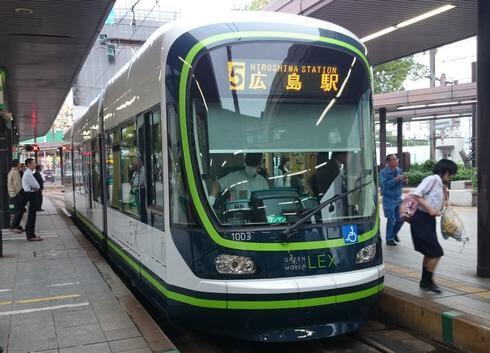 グリーンムーバーLEX、広島市内を走る超低床車両を広島電鉄が導入