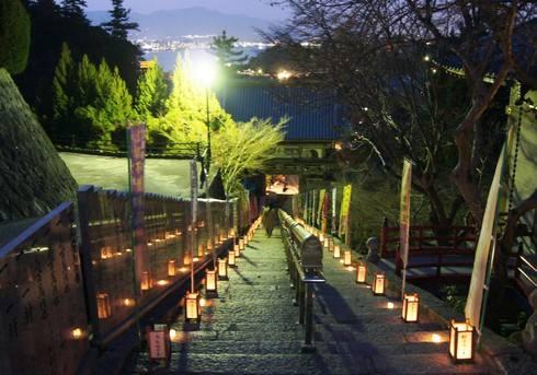 宮島・大聖院にて、スペシャルライトアップ