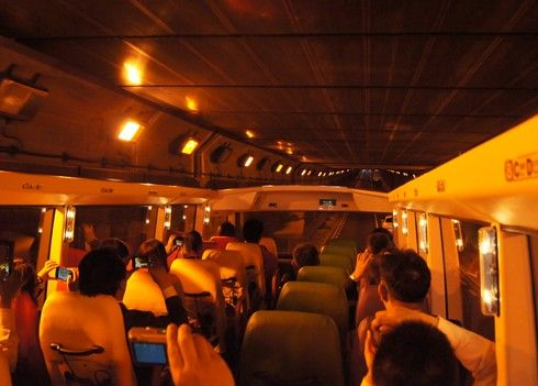 メイプルスカイ、広島の観光バスでトンネル走行