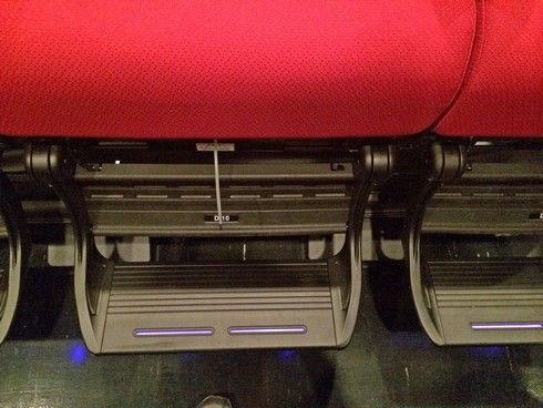 4DXの座席にはステップが