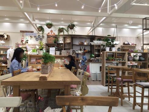 スタジオクリップ 広島 カフェ店内の様子3