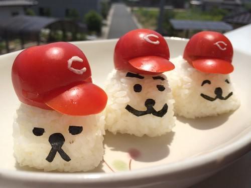お弁当にいかが?カープ帽子付き カピバラ3兄弟おむすび