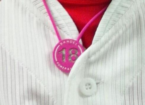 マエケンのピンクのネックレスのようなモノは、バンデル!