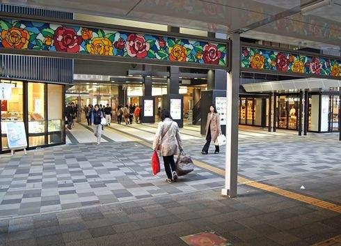 福山駅 薔薇のステンドグラス
