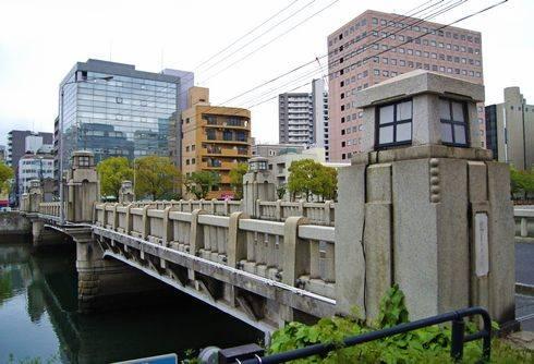 京橋と水辺の風景、広島市最古の鋼橋は都に向かう橋