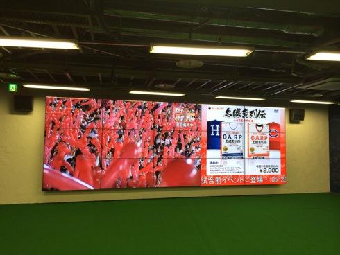マツダスタジアムカフェ 巨大スクリーン
