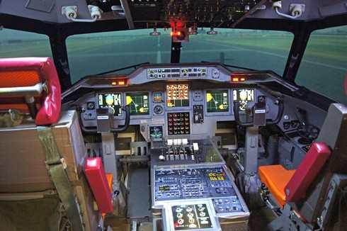岩国航空基地のフライトシュミレーター