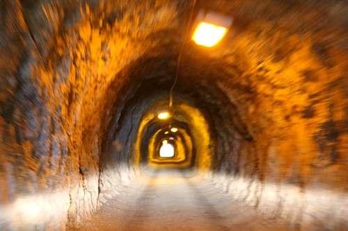 まるで洞窟だった尾道・高根島の素掘りトンネル、2倍に広げる拡幅工事へ