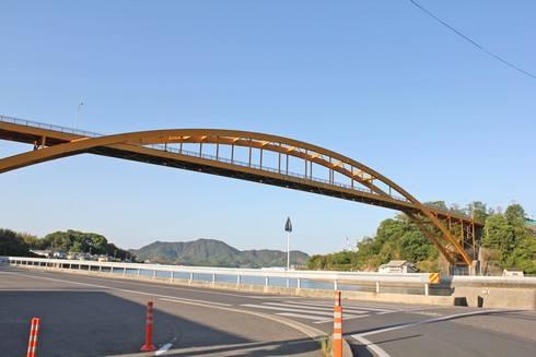 高根大橋を渡って、高根島へ向かいます