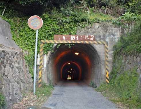 高根島 内の浦トンネル