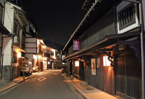 町家通り 夜の風景