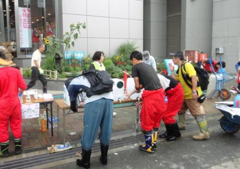 広島土砂災害ボランティア 水分摂取を