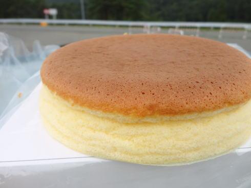 アサ製菓、田舎の「すぐ売り切れる」スフレチーズケーキ