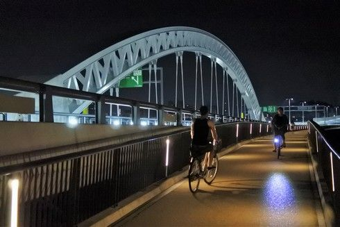 太田川大橋と歩道橋が同じ高さに