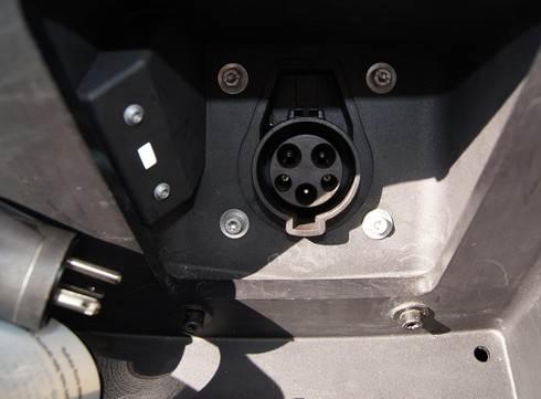 BMW のEV車、充電の仕方