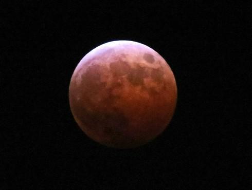 皆既月食 2014、広島でも淡い赤色の月を観測