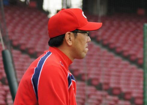 野村謙二郎監督 今季限りで辞任へ、次期監督は