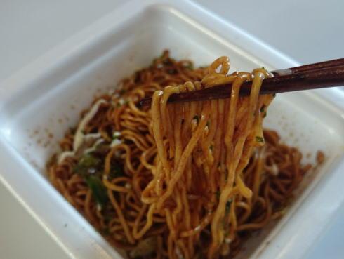サッポロ一番 オタフクお好みソース味焼そば モチモチの中太麺