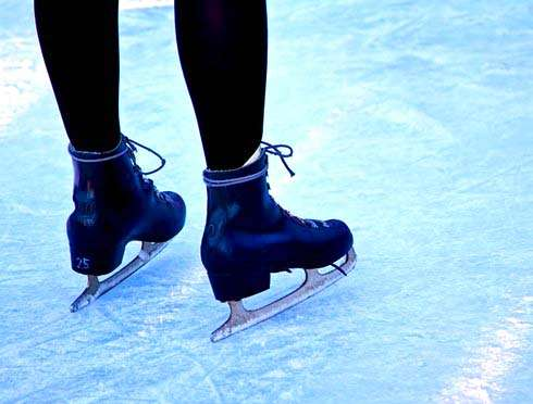 氷を使わないスケートリンク、エディオン広島本店に登場
