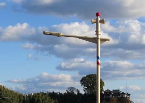 畑口寺田線の街灯の上にオブジェ