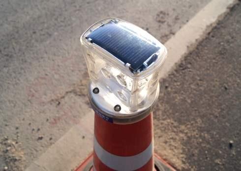ソーラーパネル付LED カラーコーン(パイロン)