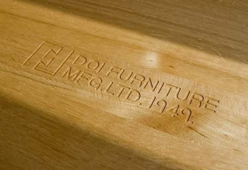 府中家具と土井木工のロゴ入り