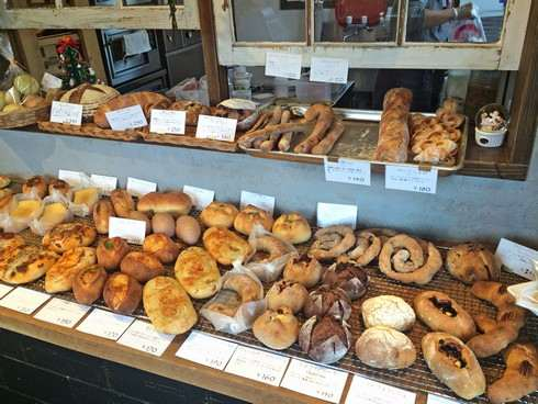 ラパン ジュジュ、パン屋の店内