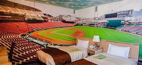寝ても覚めてもカープ三昧な、客室まるごとカープ色のツインルーム誕生