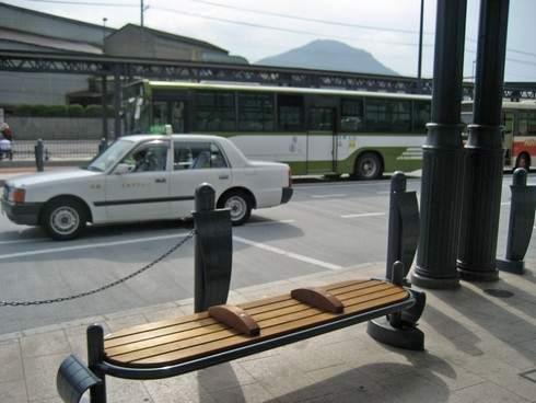 可部駅のベンチ