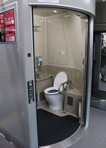 227系 新幹線のようなトイレ
