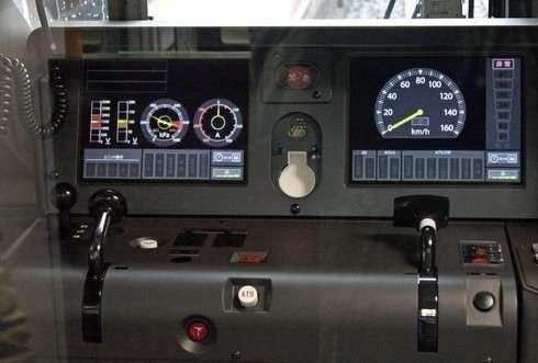 227系 運転台と液晶表示