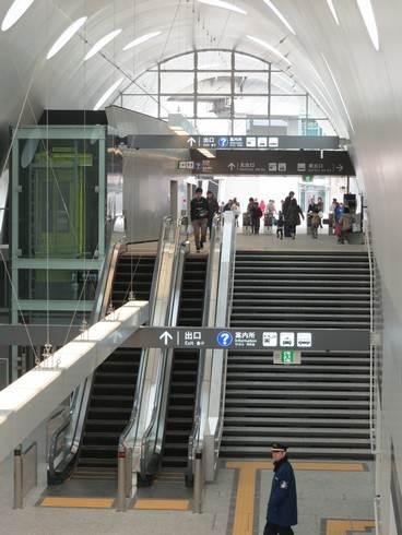 新白島駅、エスカレーター