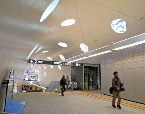 アストラムライン新白島駅、改札内の様子