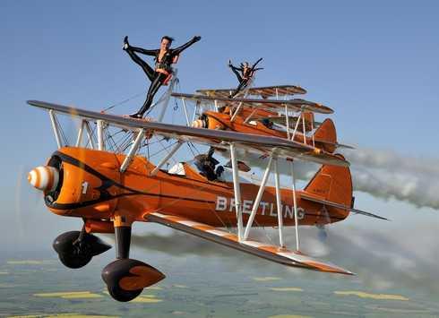 国内初!ブライトリング・ウィングウォーカーズが岩国フレンドシップデー2015に出演