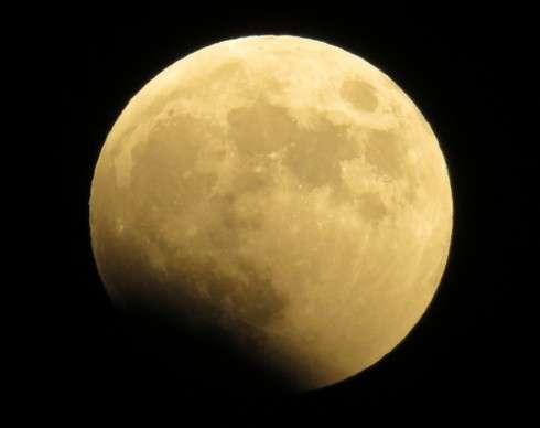 皆既月食が2015年4月4日 全国で!時間はたった12分間、夜桜とコラボも