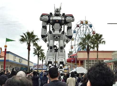 警視庁の車で広島にやってきた巨大ロボ、パトレイバー