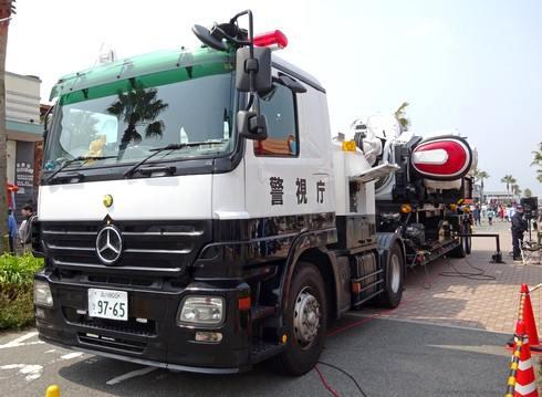 警視庁の車で広島にやってきた巨大ロボ、パトレイバー!