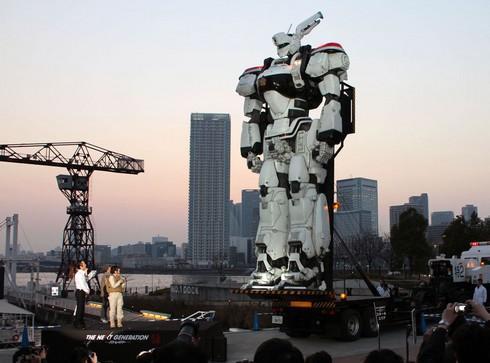 巨大なパトレイバーのデッキアップ!広島マリーナホップに中四国初登場