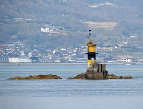 佐木島と灯台