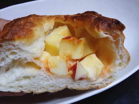 あすなろベイキングカンパニー  チーズ入りのパン