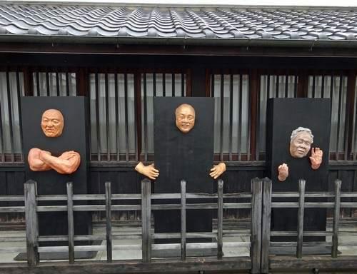 壁から顔と腕?!東広島アートワークス、道めぐりイベントも