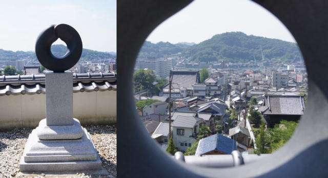 西国寺の、景色を覗き見る穴 「空環宝珠」