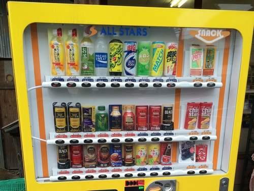 イイネ!スナックコーナー付きの自動販売機、志和口駅前に