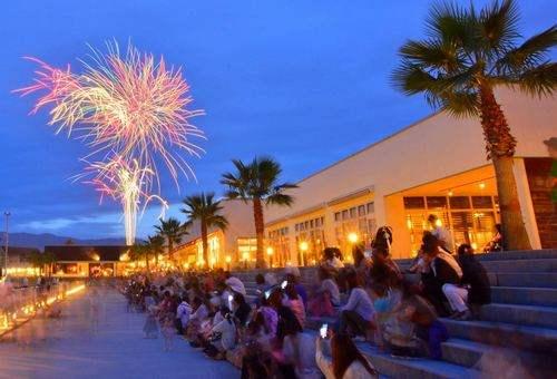 ハワイアンムードで楽しむ、広島市で一番早い花火大会がマリーナホップで