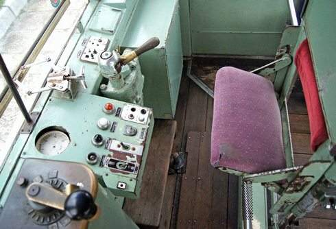 呉市電の運転台